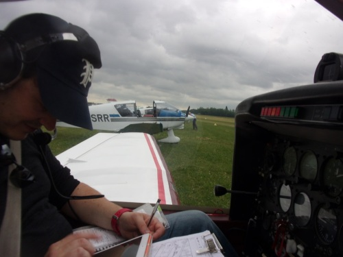 Our commandan de bord, Raphael preparing the next flight.