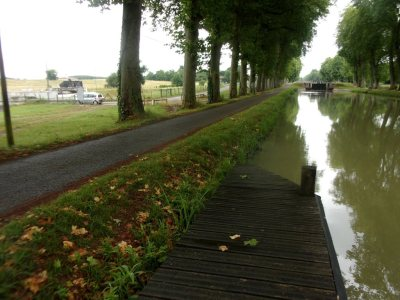 Canal du Midi to the right, water slope to the left.