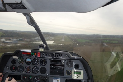 Final approach to Auch (LFDH).