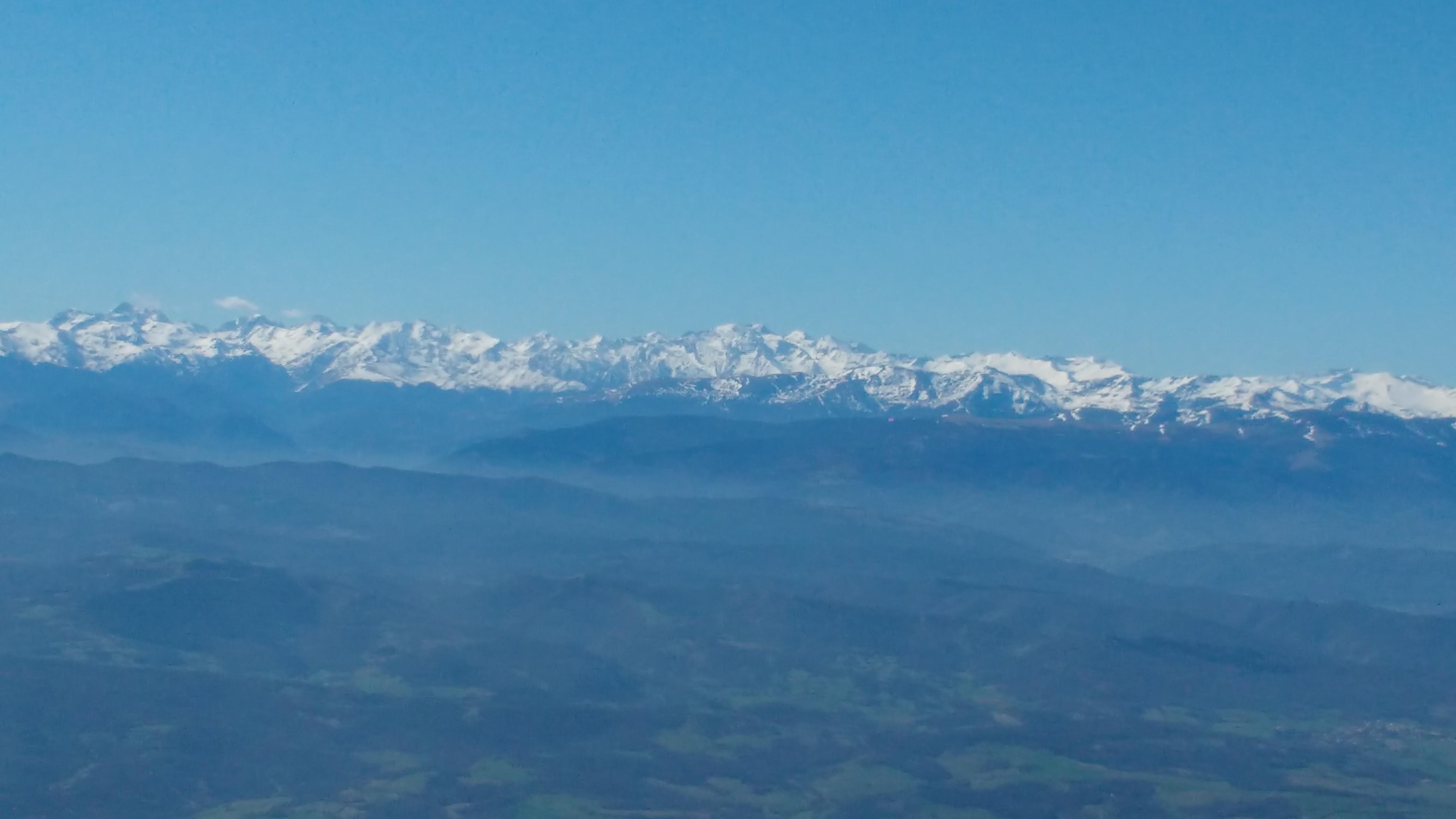 Pyrenees_afar_2